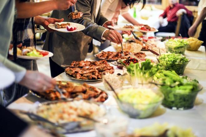 Geniesssen Sie Ihr Feiern an Bord mit einem unserer hochwertigen Buffets
