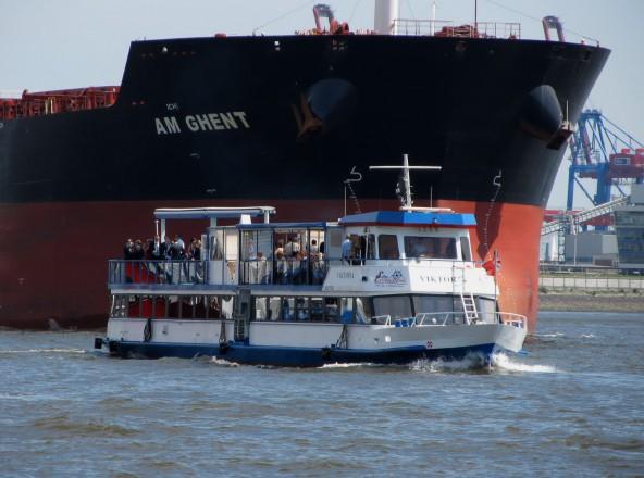 Silvester im Hamburger Hafen auf der Viktoria erleben.