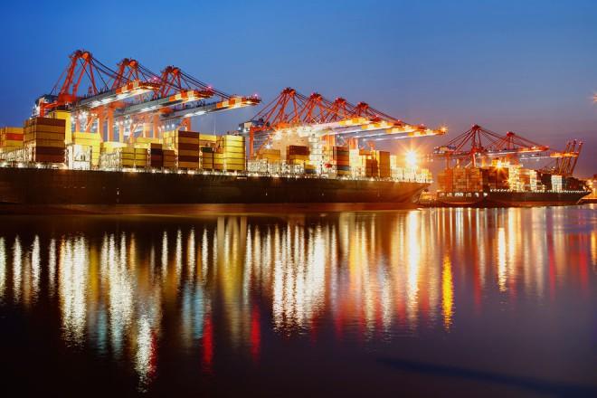 Lichterfahrt durch den Hamburger Hafen.