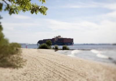 Containerschiff+Elbstrand