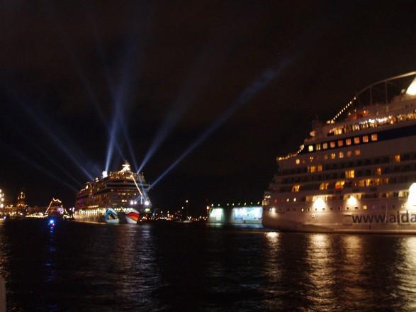 Der Höhepunkt des Hamburger Hafengeburtstag ist das Feuerwerk am Samstag.