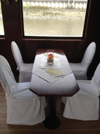 Beim Heiraten auf der Elbe ist auch festliche Deko nach Ihren Wünschen möglich.