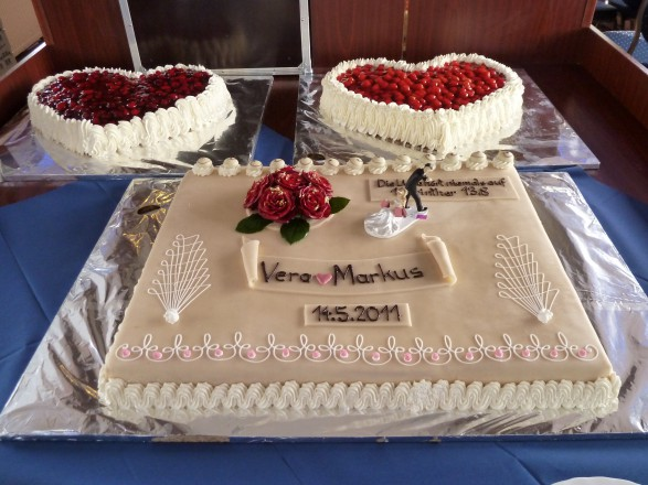 Heiraten auf der Elbe. Wir helfen bei der Auswahl Ihrer Torte.